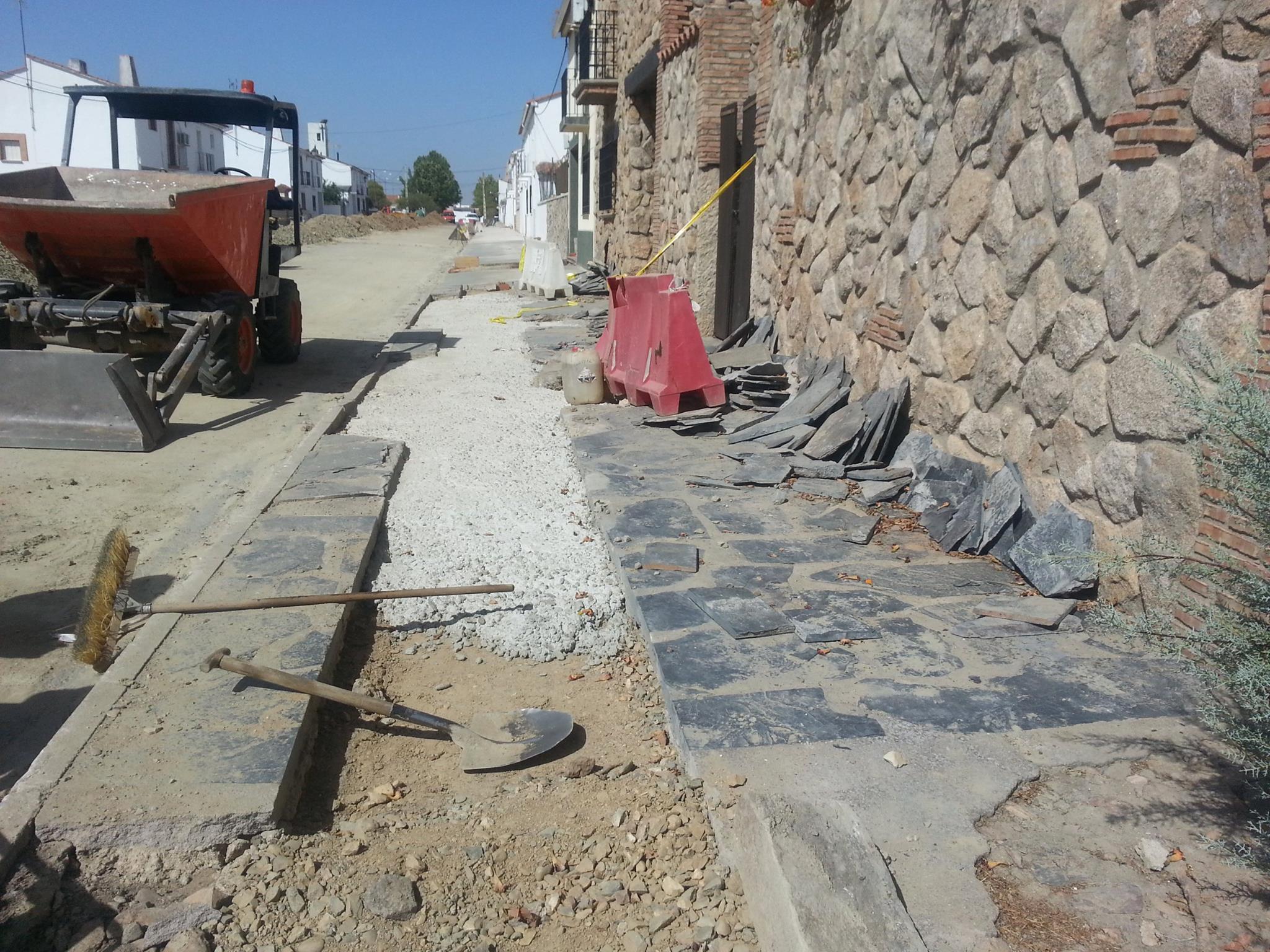 Pavimentación de calles en Torrejoncillo y Valdencín