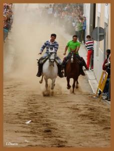 """Serrano Moreno (izquierda) es un amante del caballo habitual en las carreras de la """"Romería Chica"""" - ISMAEL DUARTE"""