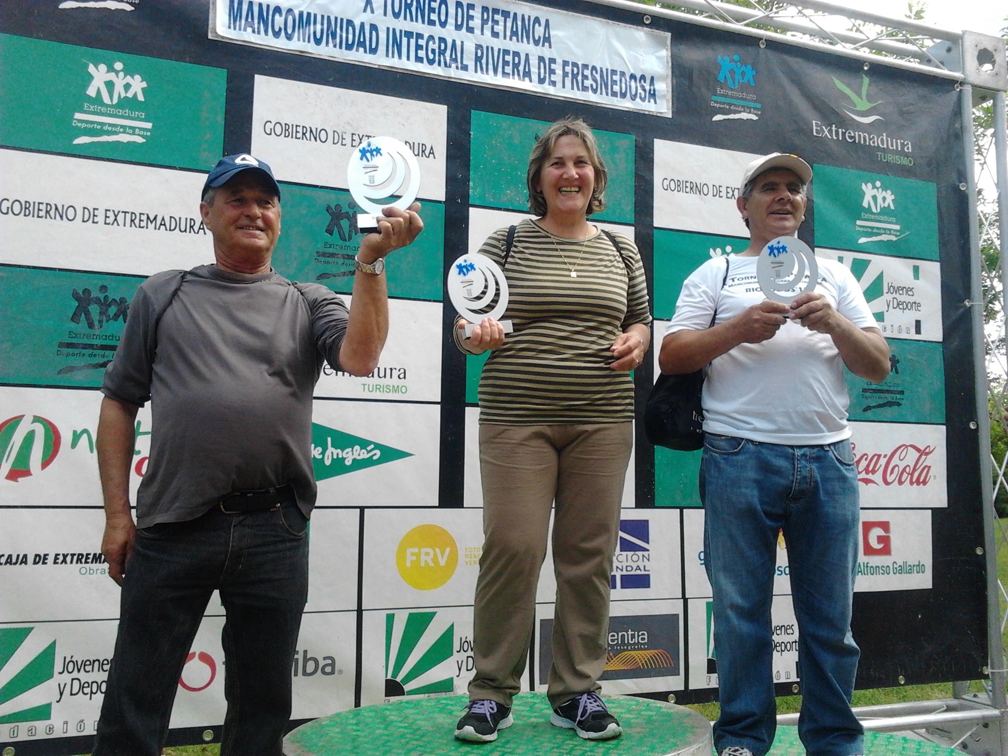 Nano, Mari y Paco, de Valdencín, subcampeones del X Torneo Mancomunado de petanca