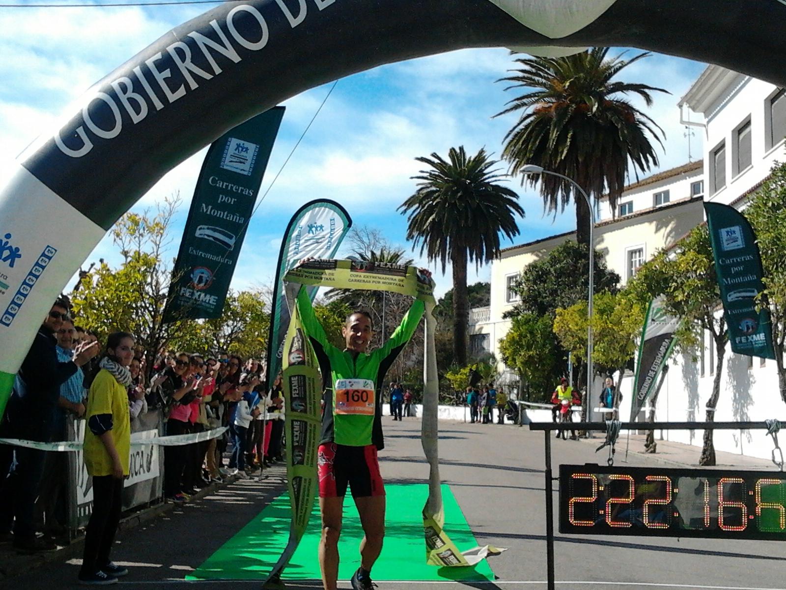 El circuito Trail de FEXME arrancó el domingo en Valencia de Alcántara donde Pedro José Hernández se hacia con la victoria