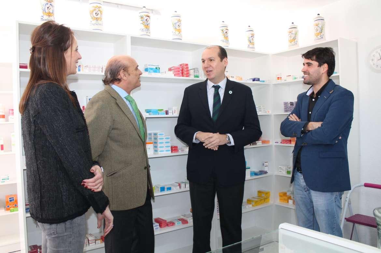 Hernández Carrón inaugura el botiquín farmaceutico de Valdencín
