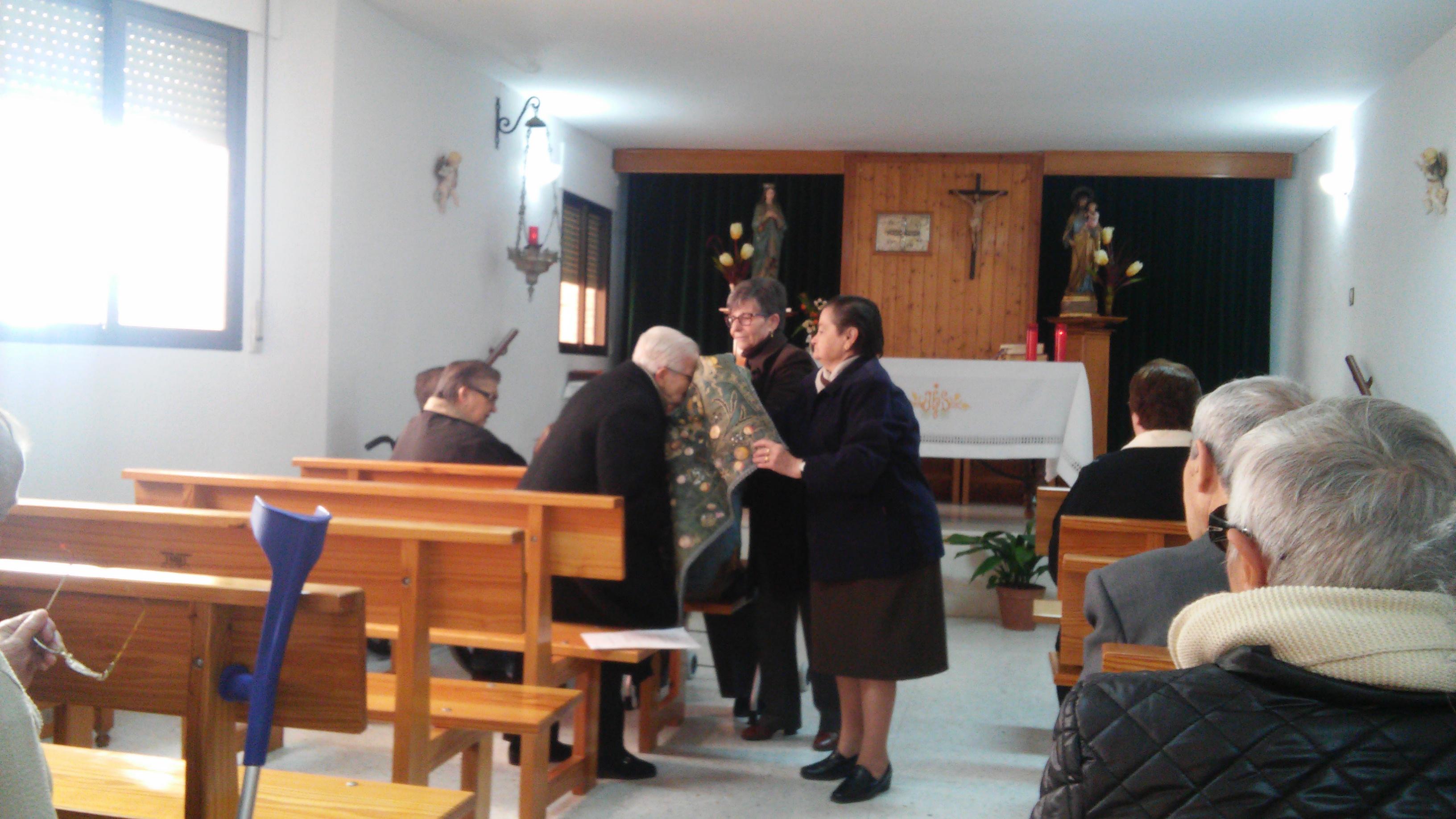 Dosis de fe a través de las personas mayores de nuestro pueblo.