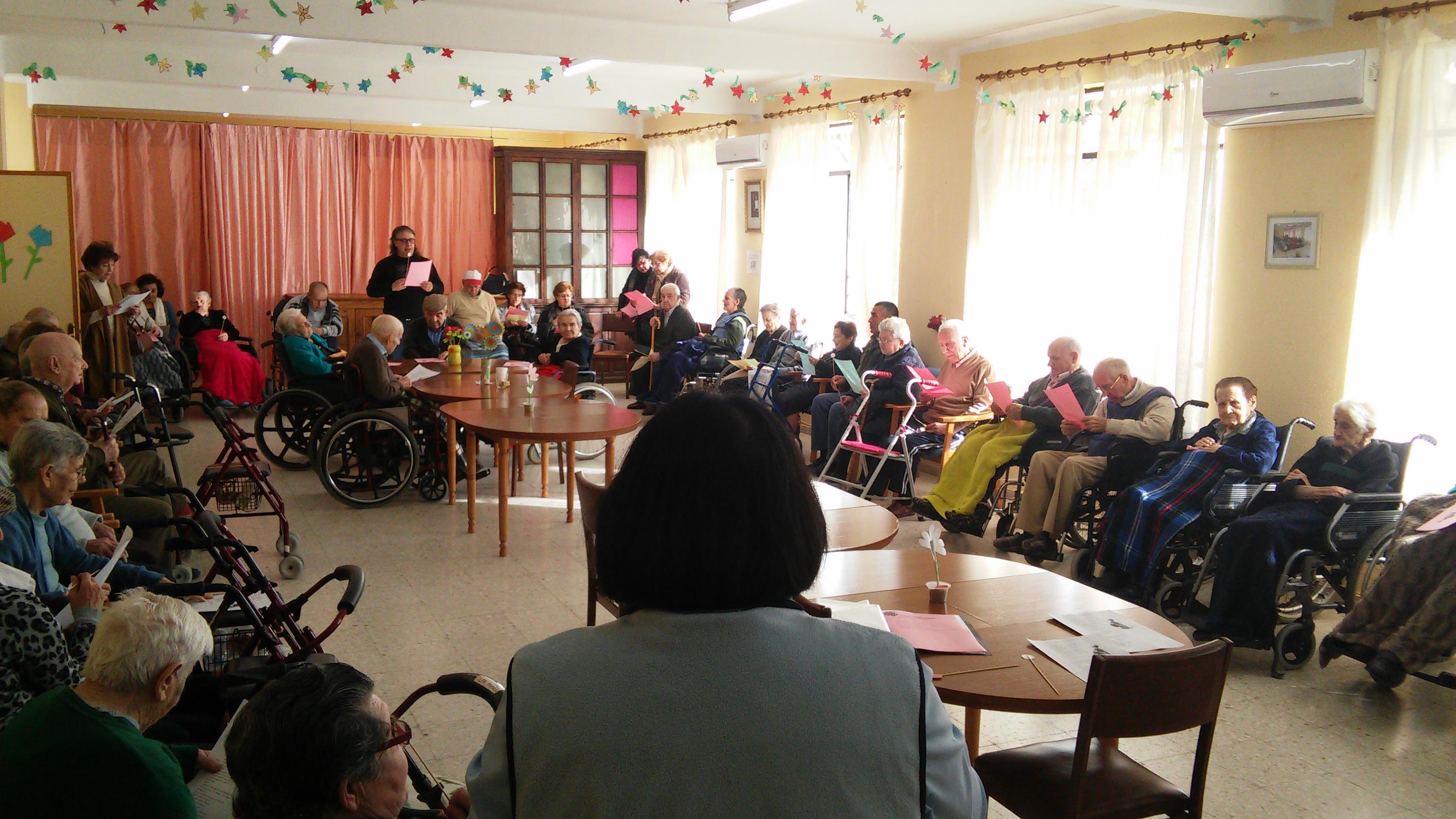 El grupo de la pastoral de Torrejoncillo visita la residencia de mayores la Inmaculada, de Coria,  con motivo del año de la misericordia.
