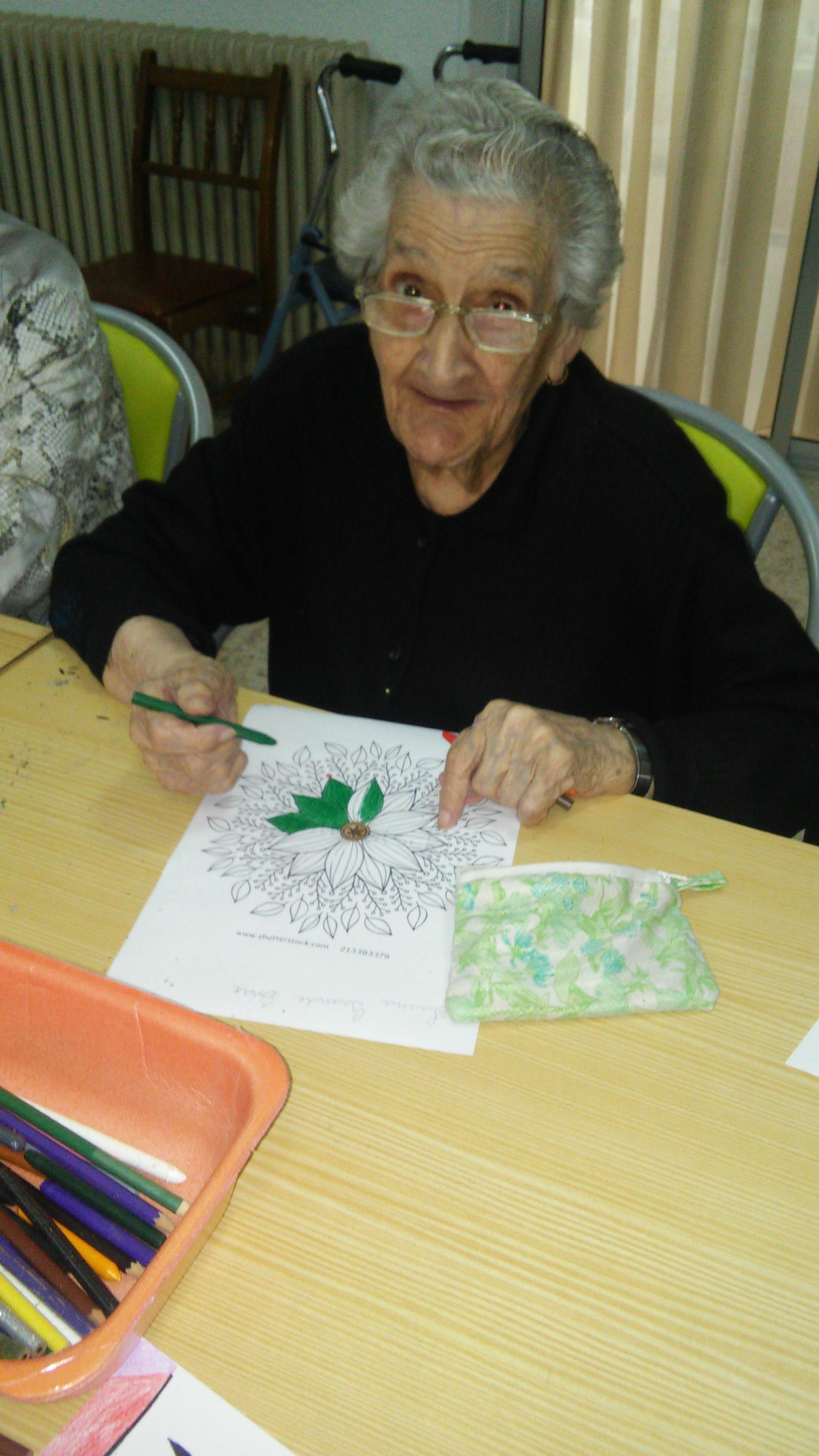 """Juana Grande Díaz cumple 103 años en la Residencia de Ancianos de """" San Nicolás de Bari"""" de Coria."""