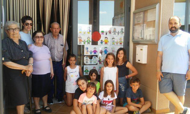 Encuentro intergeneracional en el Centro de Día de Pescueza