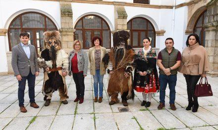 La presidenta aplaude el trabajo de los acehucheños para conseguir que Las Carantoñas sean Fiesta de Interés Turístico Nacional