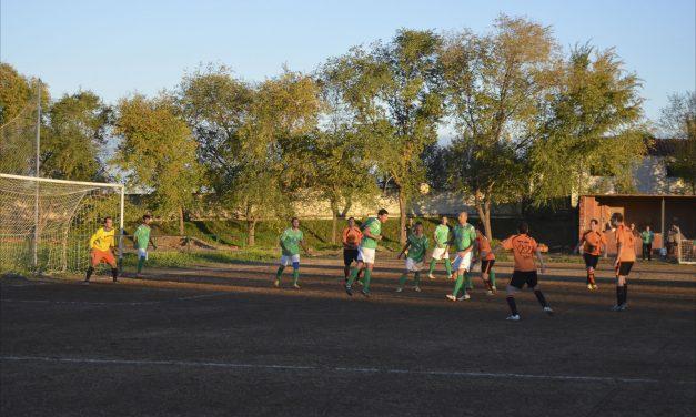 Vuelve un balón a rodar en el Polideportivo de Torrejoncillo