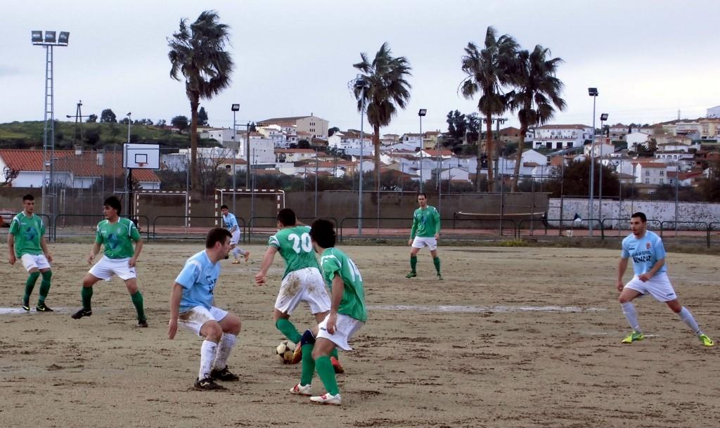 Lance del juego en el AD Torrejoncillo 5-0 EF Almaraz - RICARDO LÓPEZ
