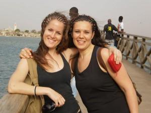 Mara Nuñez, junto a su compañera, en su viaje a Senegal - CEDIDA