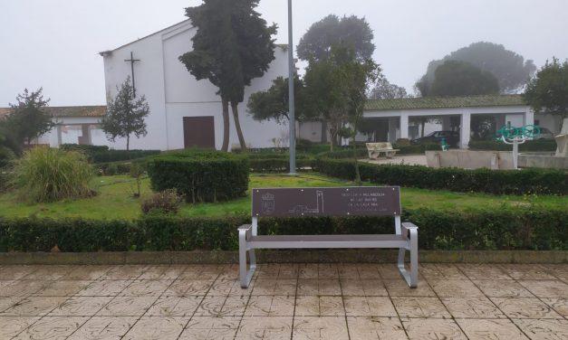 Mucho colorido en el nuevo mobiliario urbano de Torrejoncillo y Valdencín