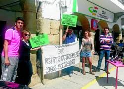 La protesta torrejoncillana por las subordinadas de Caja Extremadura tiene su eco en Cáceres y Galisteo