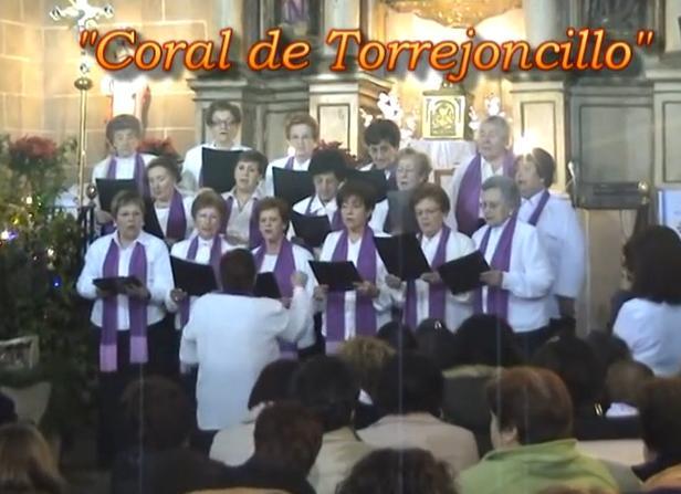 La Coral de Torrejoncillo participo en el certamen de villancicos de Portaje 2013