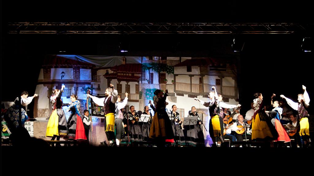 El Grupo de Coros y Danzas de Torrejoncillo vuelve a la carga con su gira estival