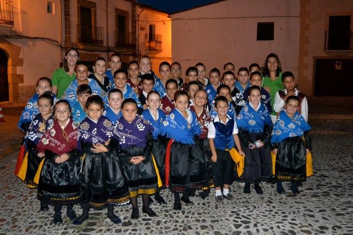 La agrupación infantil de Coros y Danzas de Torrejoncillo actuará en Riolobos - COROS Y DANZAS