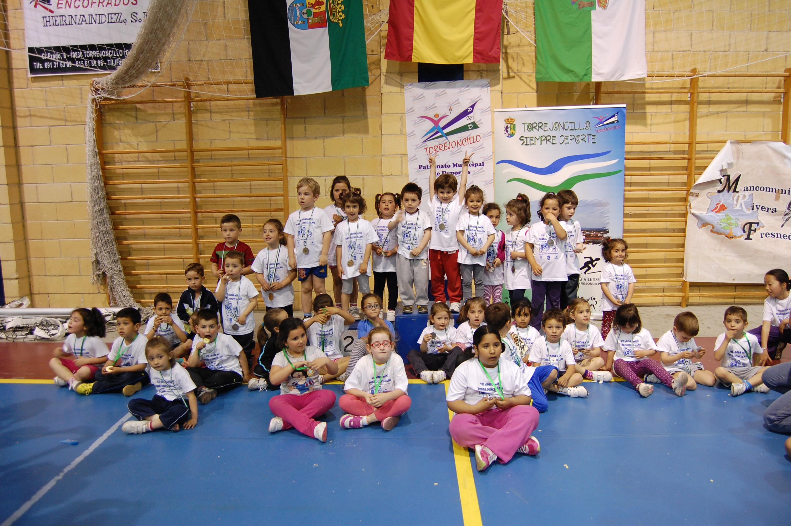Los niños y niñas torrejoncillanos disfrutaron de una gran tarde de deporte - DINAMIZACIÓN DEPORTIVA