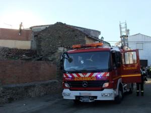 Bomberos en Torrejoncillo el pasado mes de julio - ISMAEL DUARTE