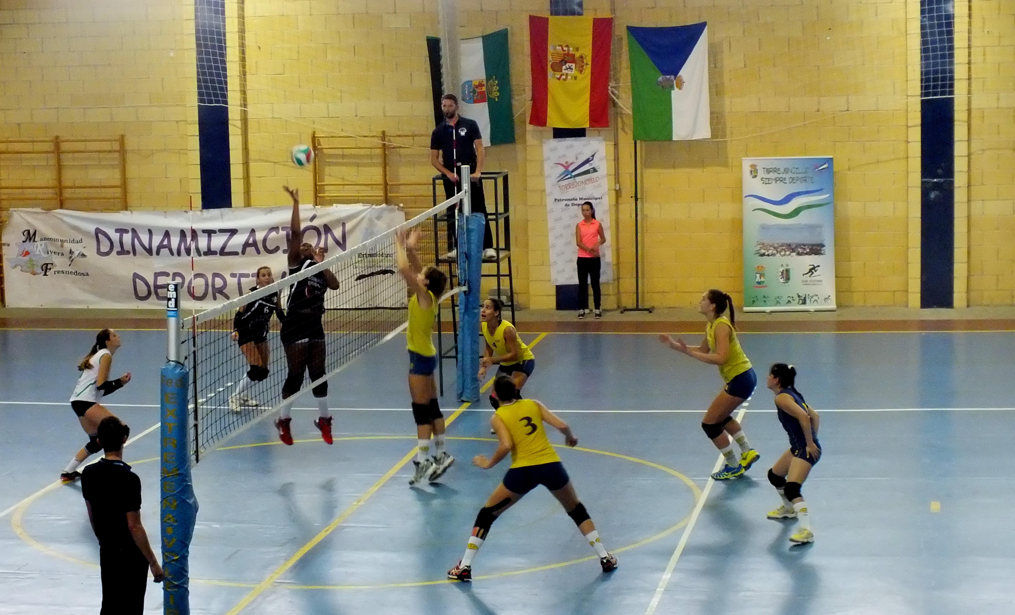 El Extremadura Arroyo y el Atletico Voleibol Clube ofrecieron un gran espectáculo