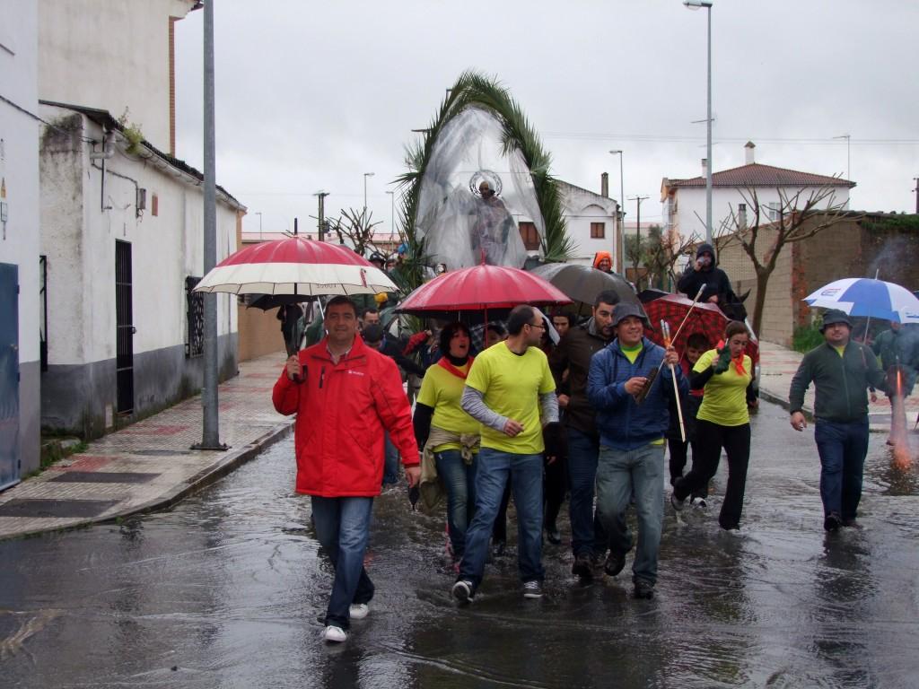San Pedro a su llegada a Torrejoncillo por la Plaza de La Encamisá - ISMAEL DUARTE