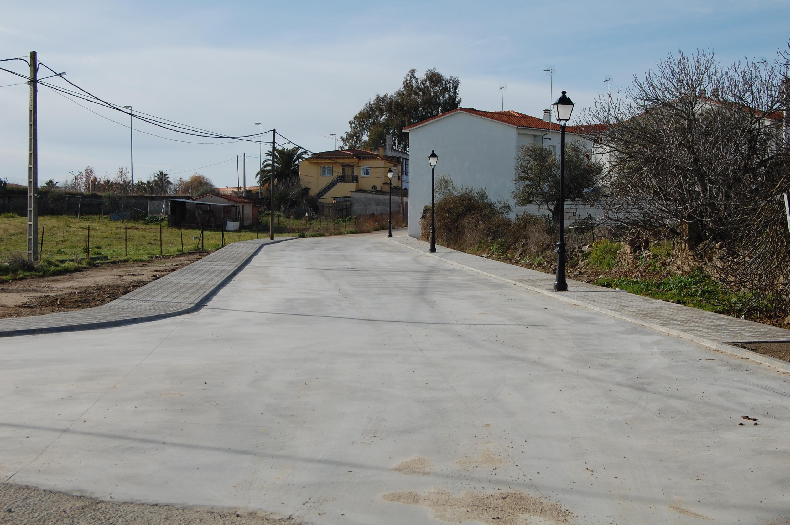 Se asfaltan tres calles en Torrejoncillo, dos de ellas nuevas y se realizan obras en una cuarta en Valdencín