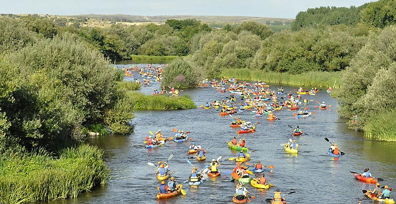 El descenso del río Alagón se acompaña en esta edición de visitas turísticas y promociones en alojamiento