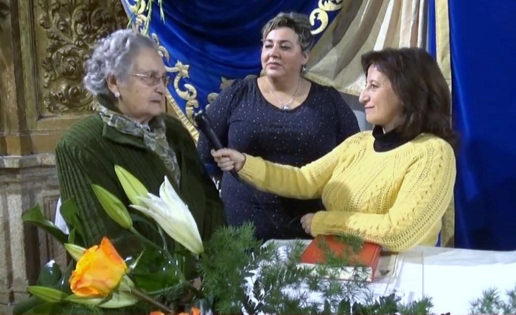 Vídeo entrevista a las camareras de María y montadoras del trono de la Virgen – Encamisa 2014