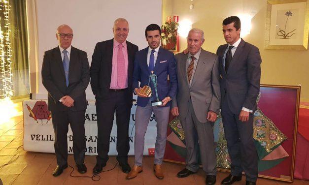 """Emilio de Justo premiado por la Peña Taurina """"Rafael de Julia"""" de Velilla de San Antonio"""
