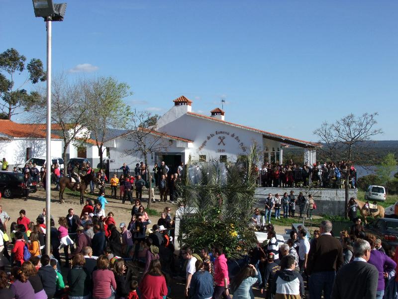 El Ejido de San Pedro se encontraba abarrotado de torrejoncillanos a la llegada del santo - ISMAEL DUARTE