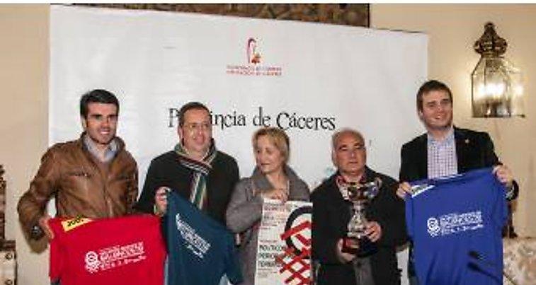 Políticos, periodistas y toreros disputan un partido de baloncesto solidario a favor de Feafes Cáceres
