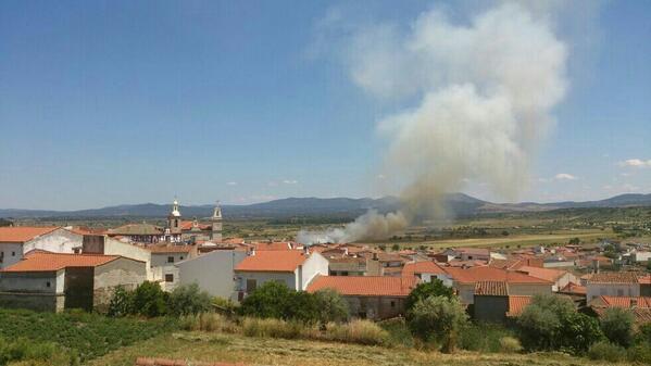 La cortina de humo era visible desde lo alto del pueblo - @josetorre13 en TWITTER