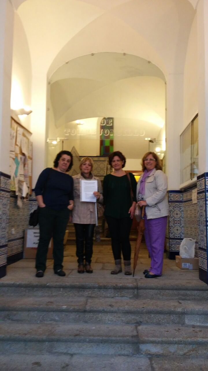 La Asociación de Amas de Casa entrega un Memorándum al Alcalde