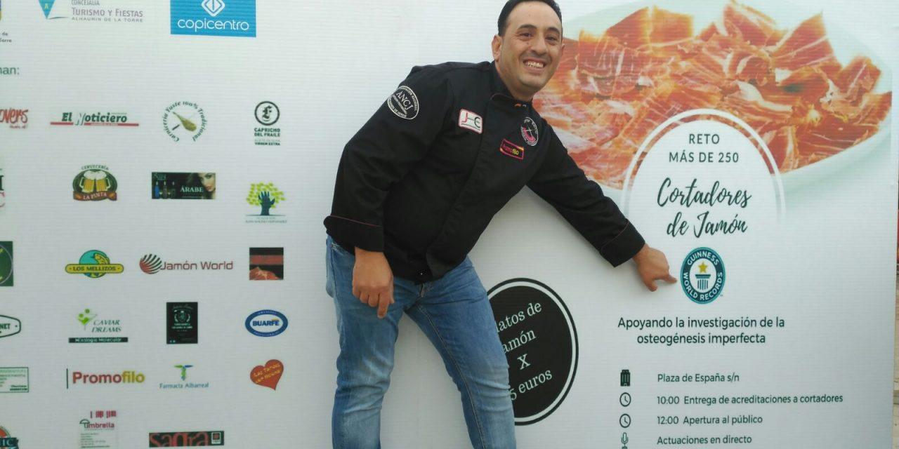 Conseguido el 2º record Guinnes a la mayor concentración mundial de cortadores de jamón.