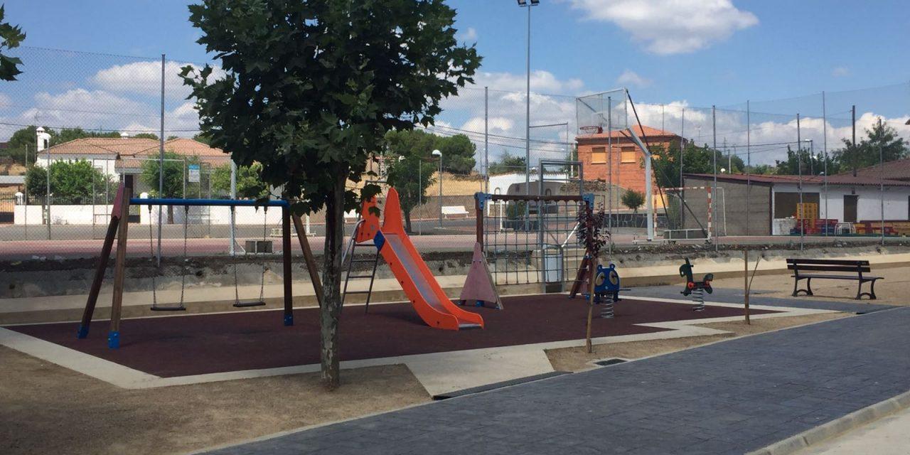 La Diputación rehabilita el parque infantil de Portaje y lo adapta para evitar encharcamiento en épocas de lluvia