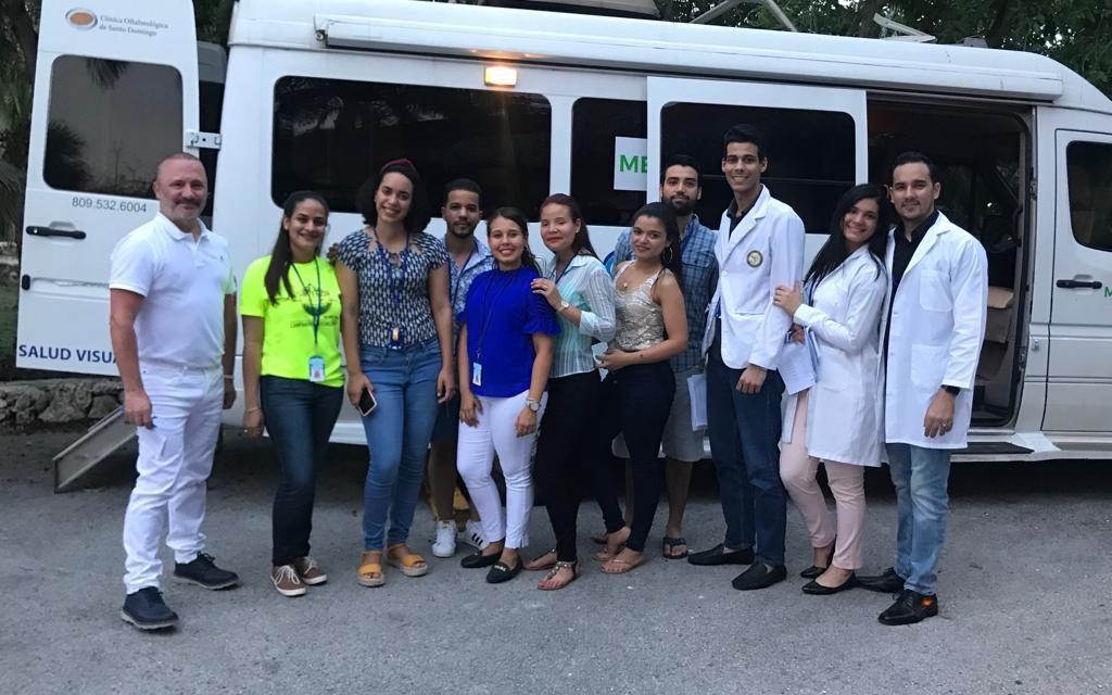 Enrique Santos se encuentra formando en República Dominicana a residentes de oftalmología