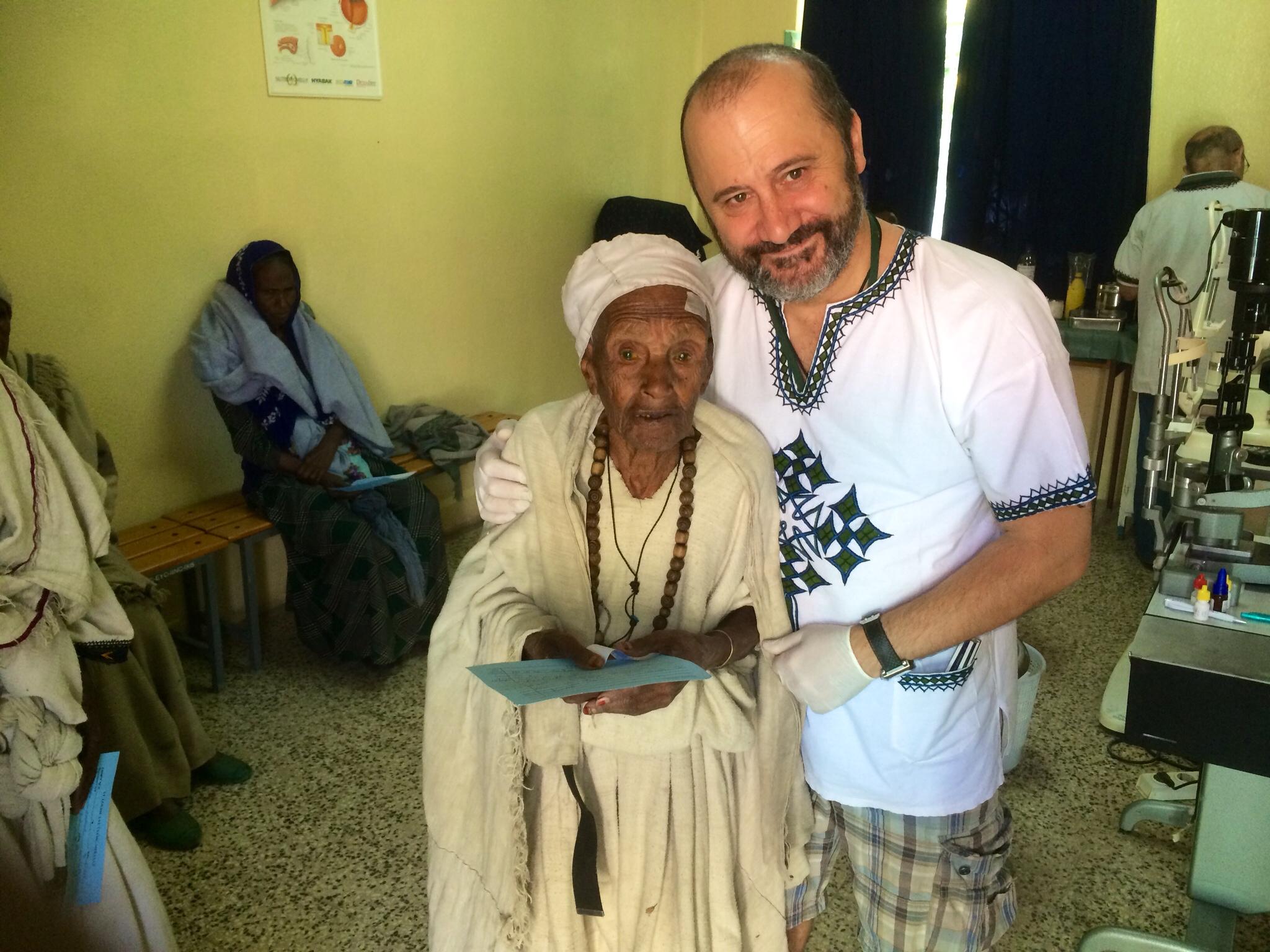 El médico torrejoncillano Enrique Santos vuelve a Etiopía con la ONG Proyecto Visión