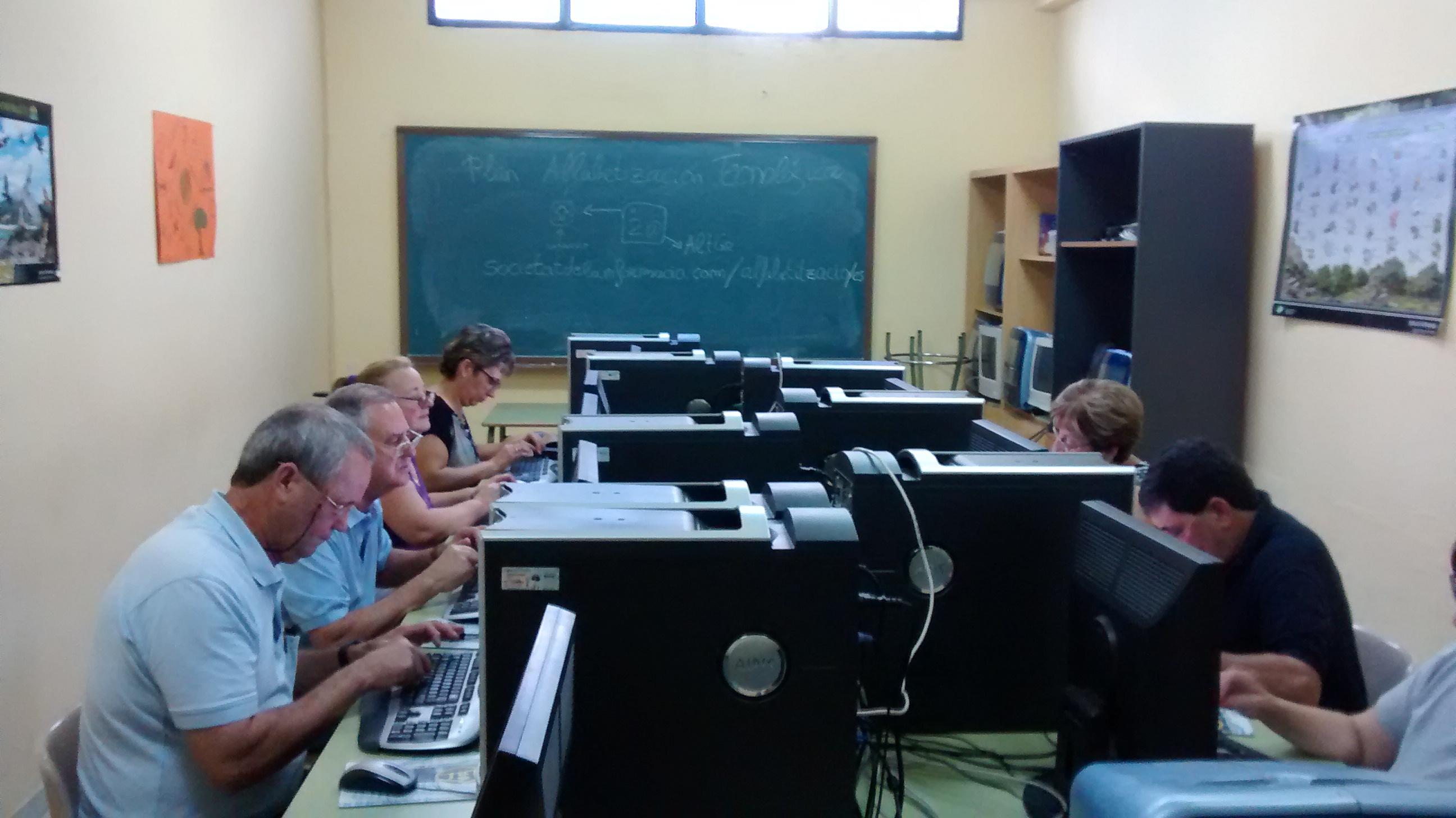 Talleres de iniciación a la informática desde el Plan de Alfabetización Tecnológica