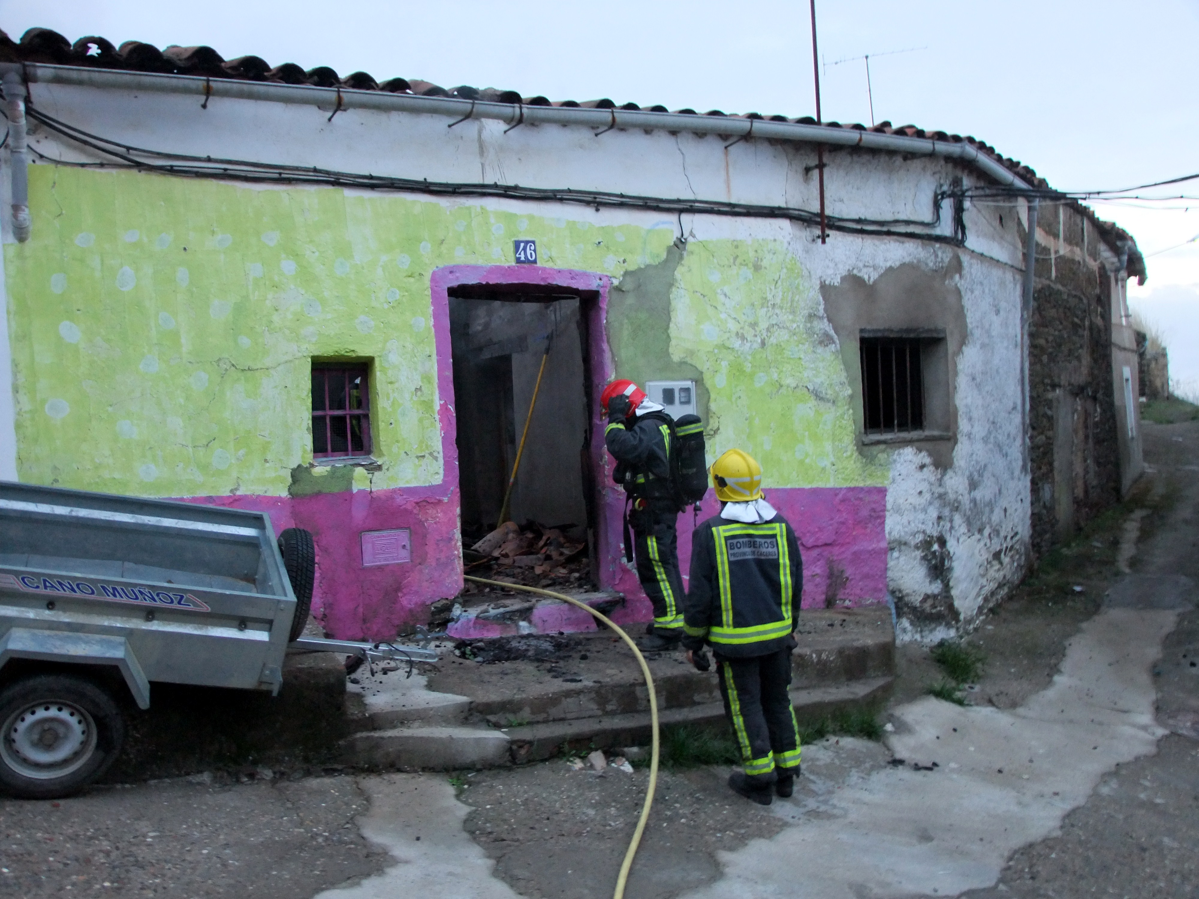 Una vivienda sale ardiendo en Torrejoncillo