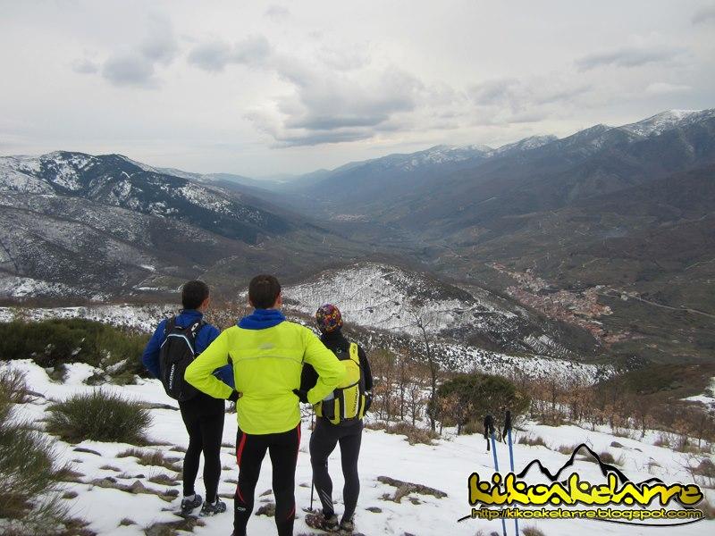Pedro José Hernández y sus compañeros inspeccionando el Valle del Jerte en invierno - ARCHIVO