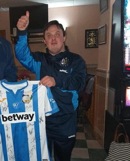 El Leganés regala una camiseta firmada por sus jugadores a José Miguel