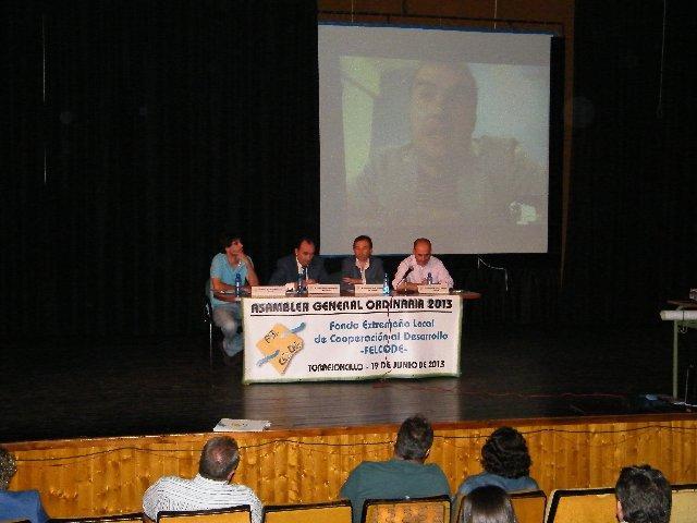 Laureano León destaca en Torrejoncillo el valor del programa de voluntarios expertos de Felcode