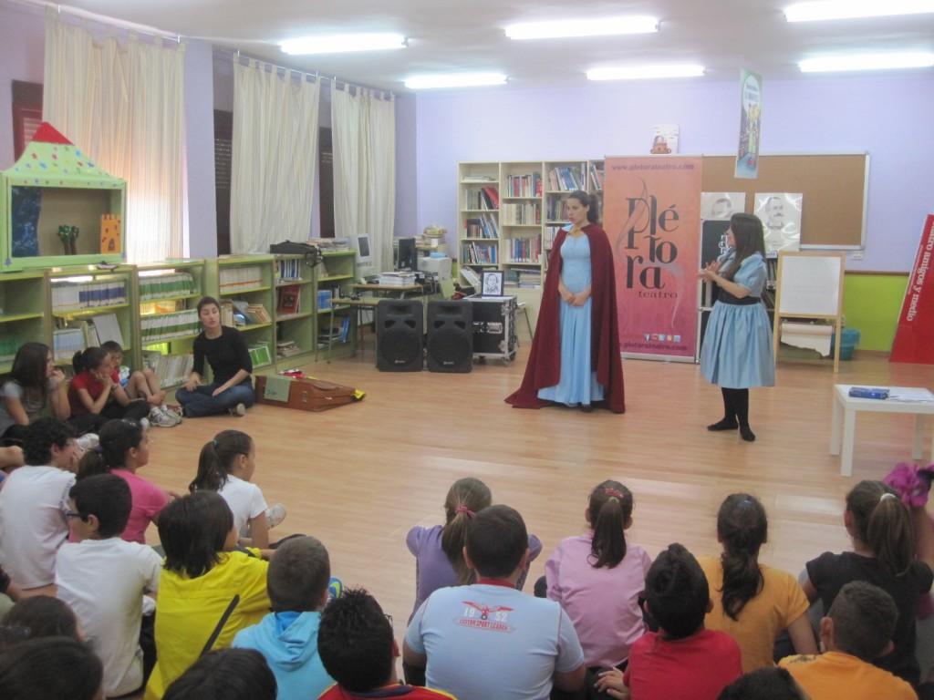 El grupo Plétora Teatro celebró un cuentacuentos - CEIP BATALLA DE PAVÍA