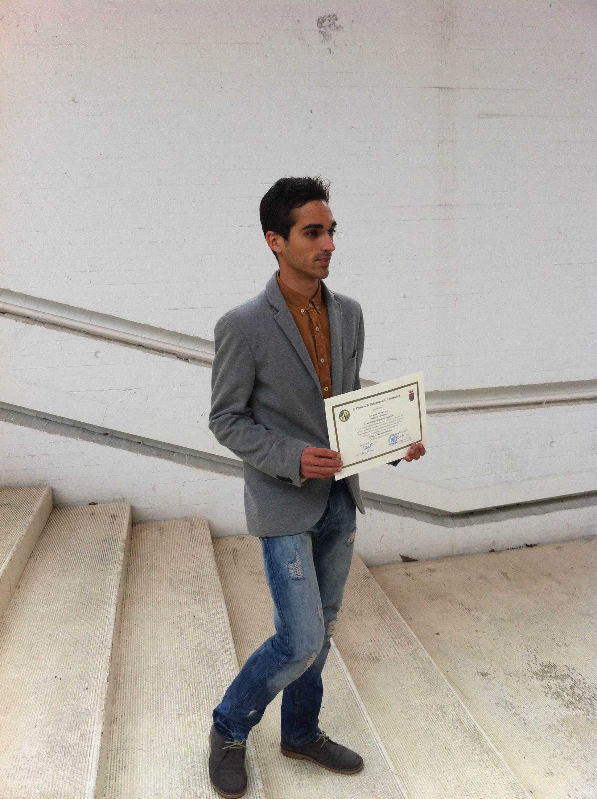Mario Mirabel distinguido en la Universidad de Extremadura por su expediente académico