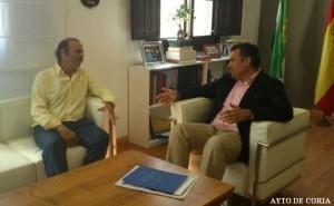 Hilario Miguel, presidente de Copal, y José Manuel García Ballestero, alcalde del Coria, en la reunión que mantuvieron - AYTO DE CORIA