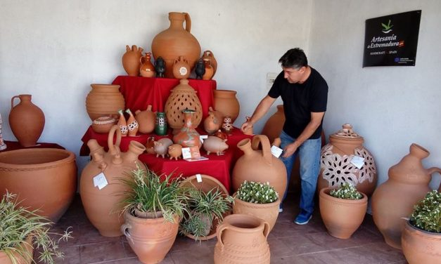 Tinajas Moreno Arias y embutidos Rodilla en la XXXVI edición de la Semana Cultural del Hogar Extremeño de Astrabudua