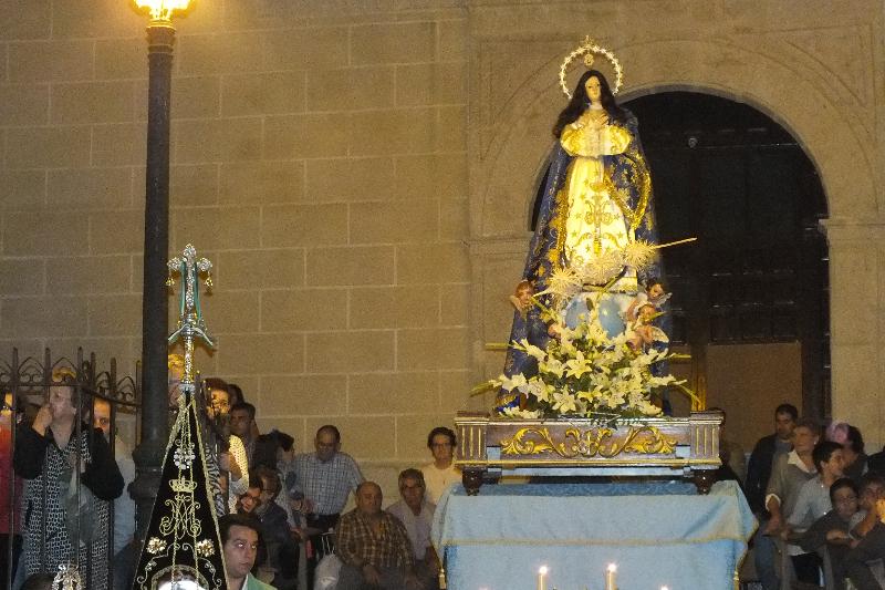Imponen la medalla de la Virgen del Rocío, a nuestra Inmaculada en la Ofrenda a caballo.