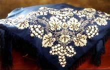 El pañuelo del Gajo protagonista en la exposición de indumentaria tradicional