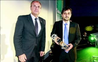 Pedro Mallo recibe el Premio al Empresario Extremeño del Año 2013 que le entrega José Antonio Monago - FRANCIS VILLEGAS
