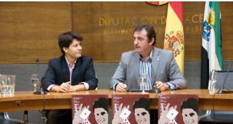 El mago Jorge Luengo llevará la magia y el humor a ocho municipios de la provincia cacereña