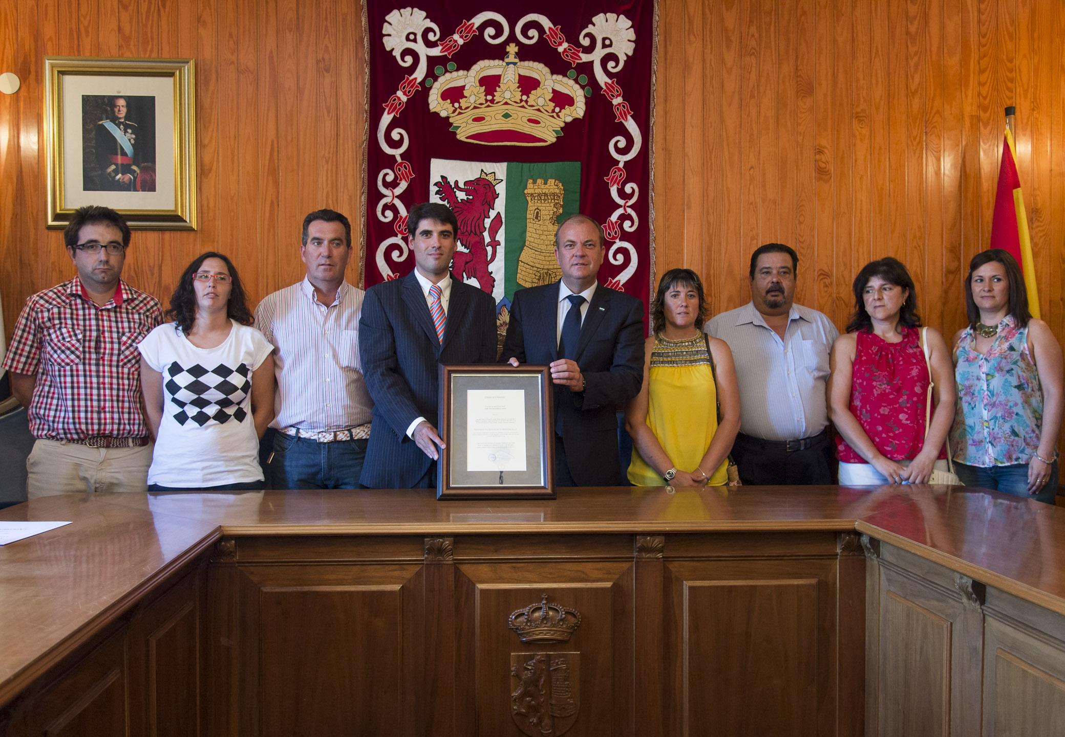 Monago anuncia en su visita a Torrejoncillo la declaración de Festejo Taurino Popular Tradicional a los Toros de Agosto