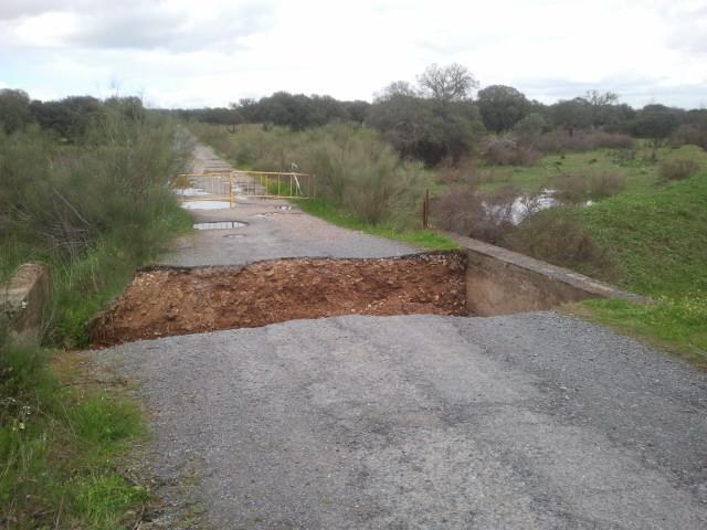 El alcalde de Torrejoncillo demanda a la Confederación del Tajo que repare el puente de La Carlomana