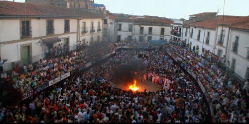 La quema del capazo marca el inicio de las Fiestas de San Juan de Coria - KARPINT